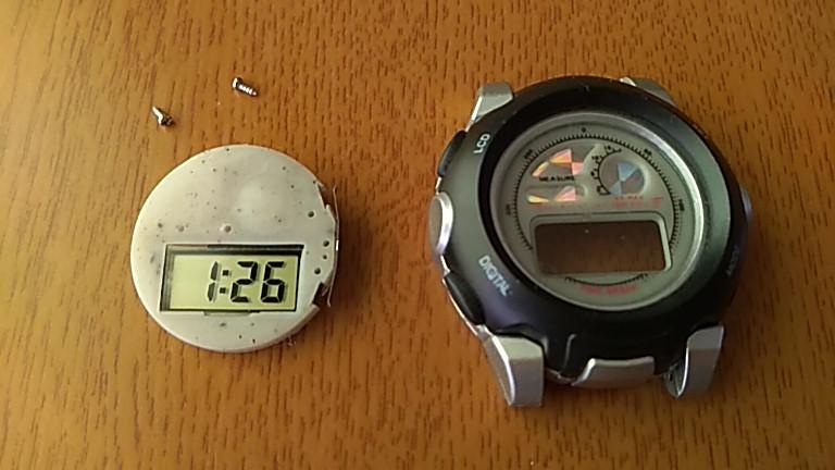 基盤を取り外しても時計は動作