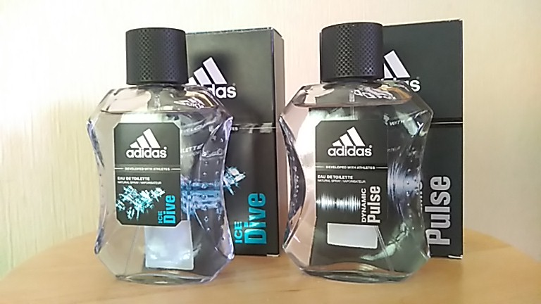 黒い箱と一緒に並べたadidasの香水