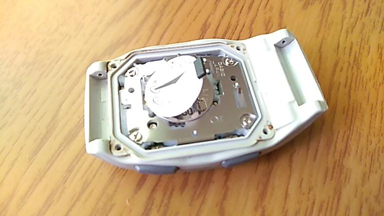新しい電池をセットしたFKT-300