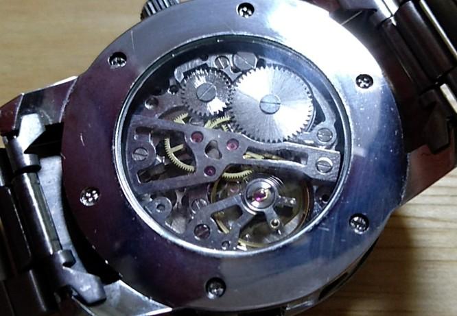 手巻きスケルトンの格安時計
