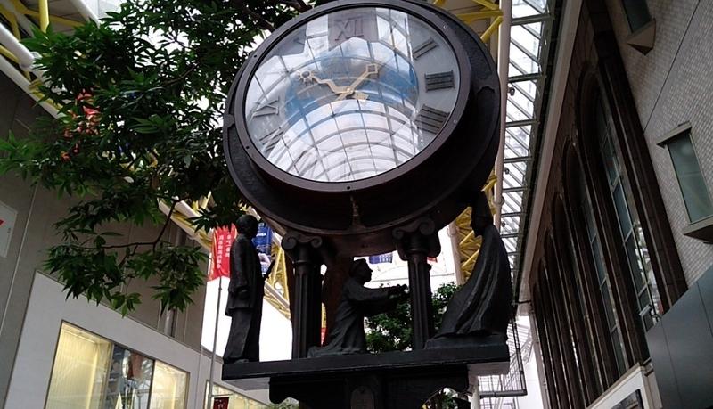 仙台市のアーケード街にある街頭時計