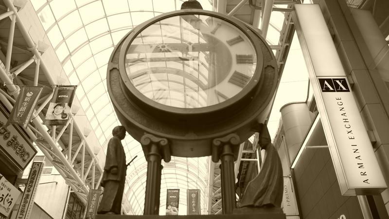 街頭時計をセピア加工