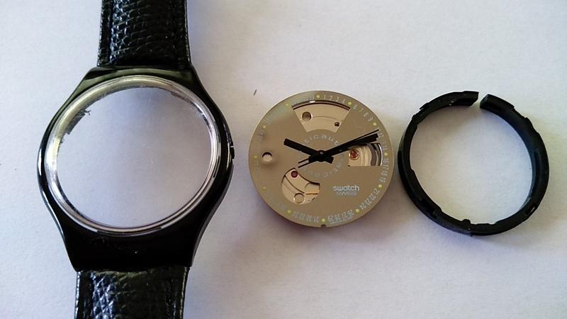 文字盤ごと機械を取り出したswatch automatic