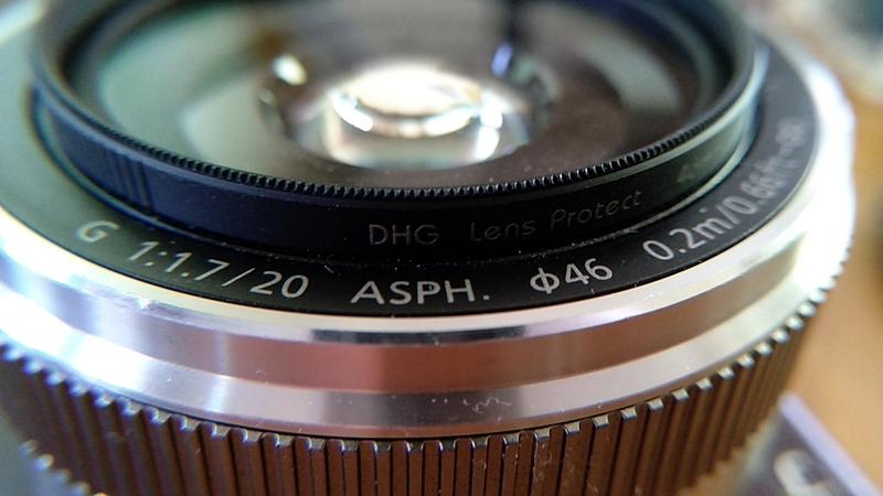 一眼カメラのレンズをスマホ用マクロレンズで撮影
