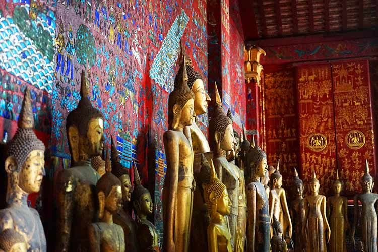 ワット・シェントーン仏像