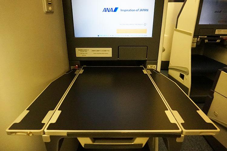 ANA 777-300ER テーブル