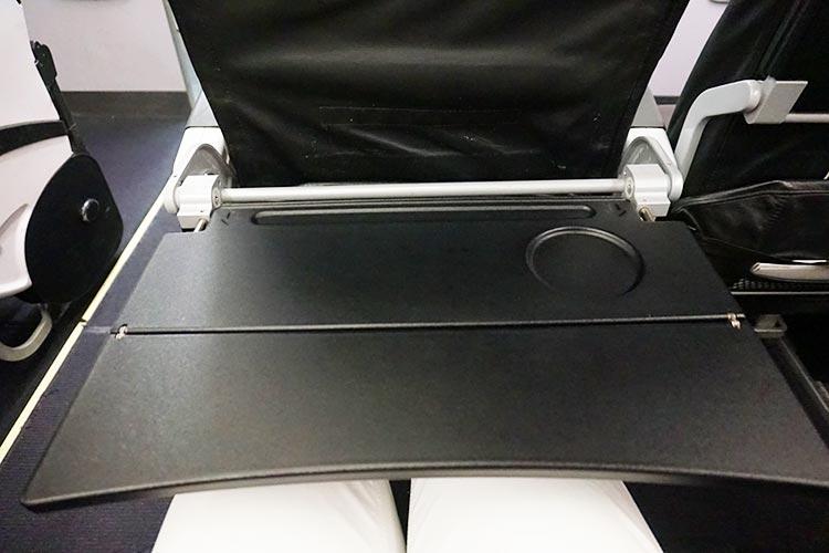 スターフライヤー シートテーブル