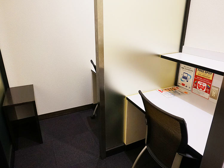 函館空港ラウンジ デスク席
