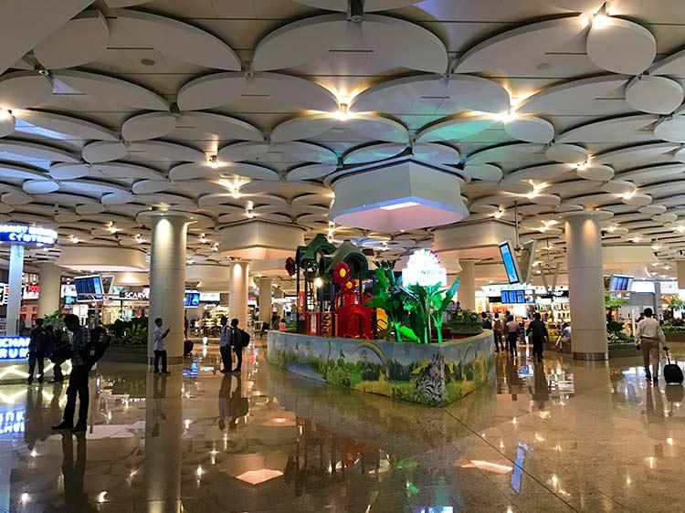ムンバイ空港ロビー