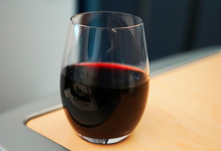 ANA ビジネスクラス赤ワイン