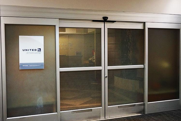 ユナイテッド航空アライバルラウンジ入口