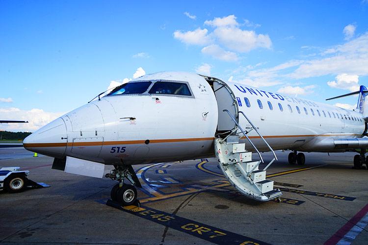 UA CRJ-700