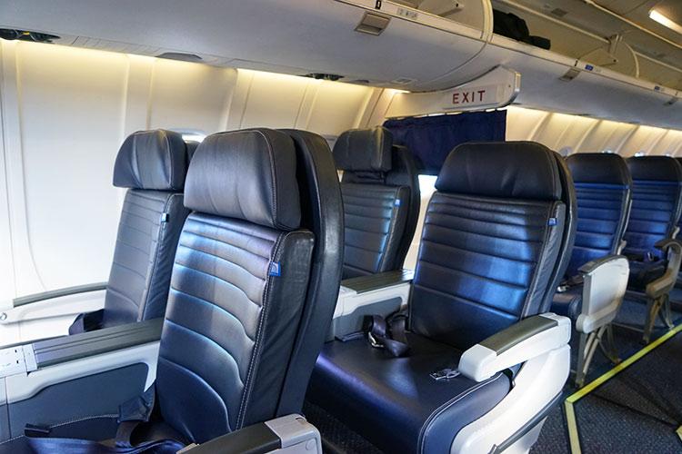 UA CRJ ビジネスクラスシート