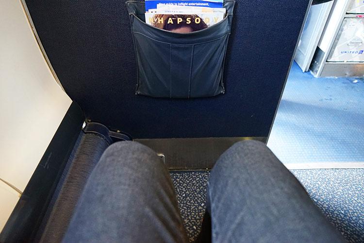 UA CRJ ビジネスクラスシートピッチ