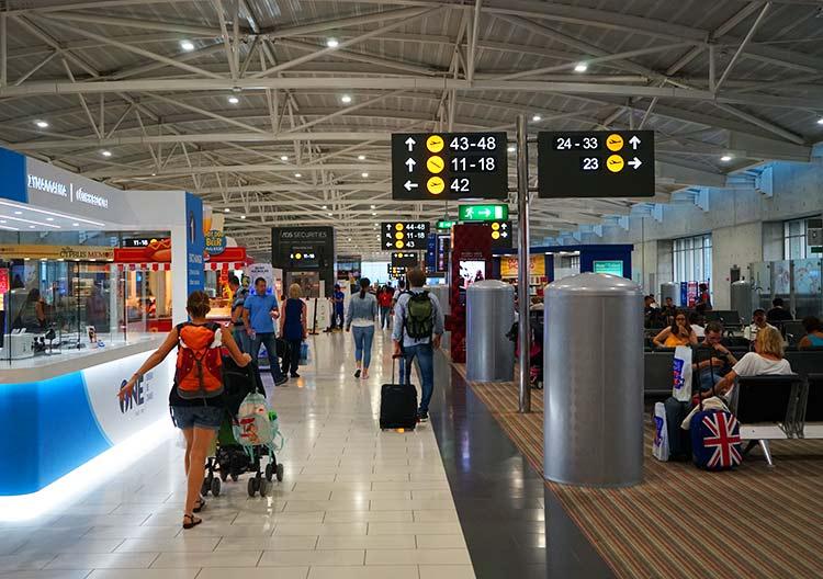 ラルナカ空港出発フロア