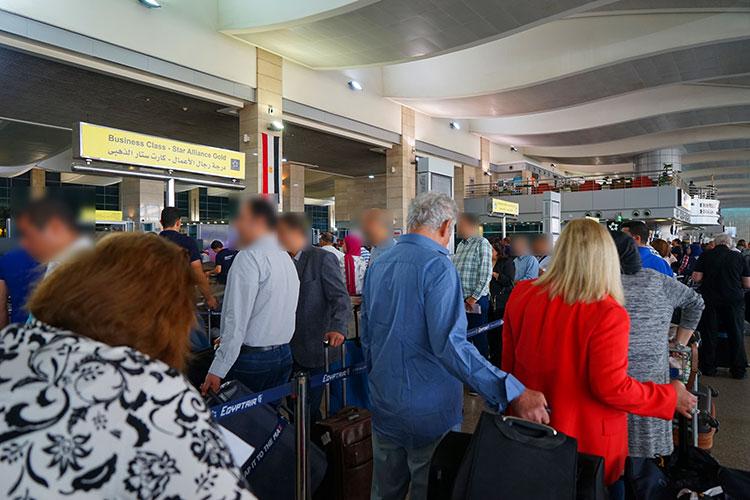 カイロ空港入口の優先レーン