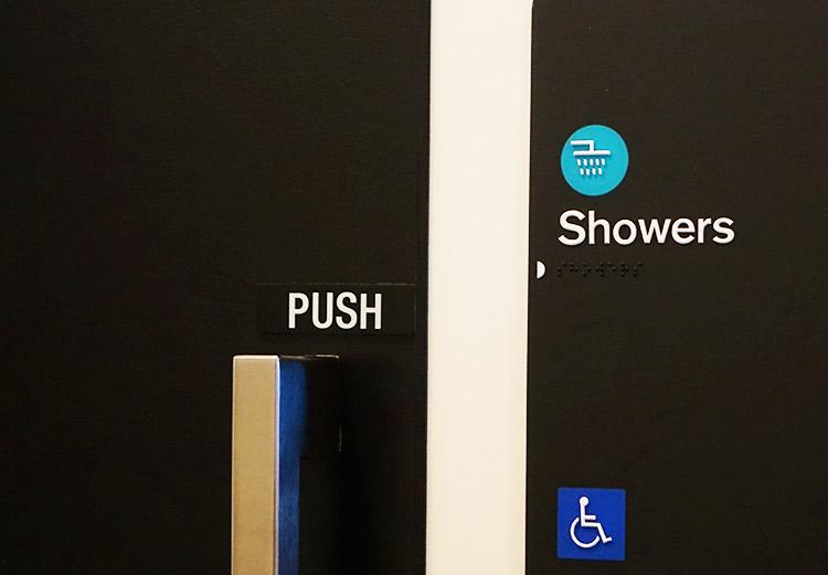シャワールーム入口