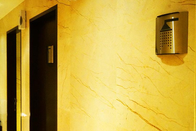 シルバークリスラウンジシャワールーム