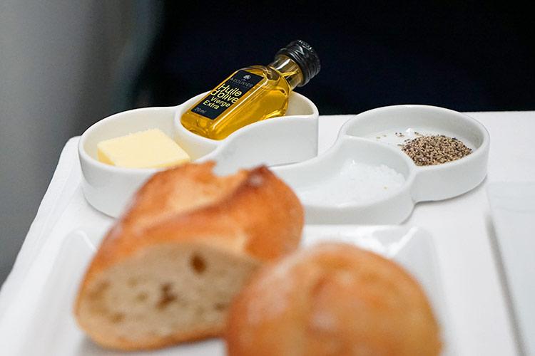 ANA ビジネスクラス機内食 オリーブオイル