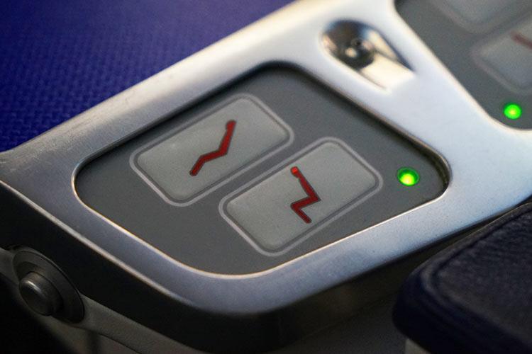 fリクライニングボタン