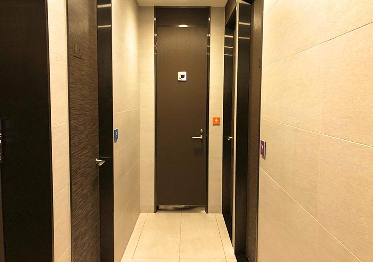 シャワールーム通路