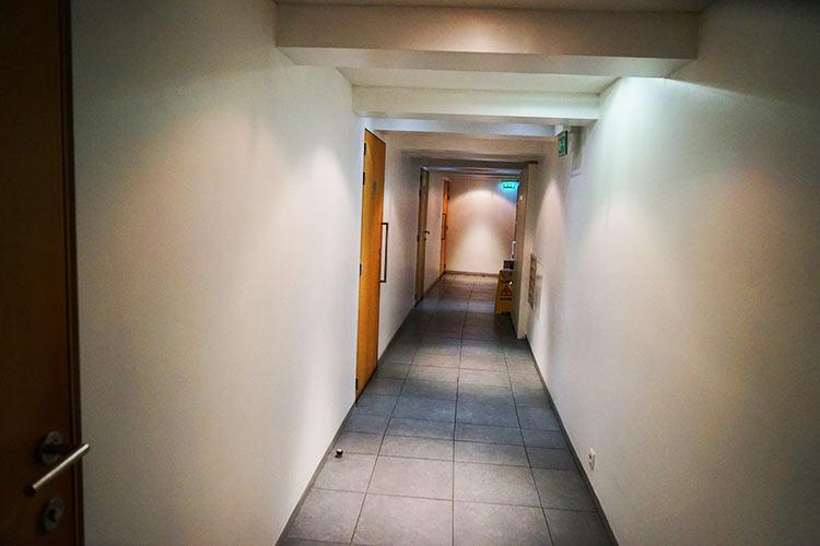 シャワールーム回廊