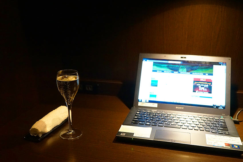 ANA suite lounge パソコンブース