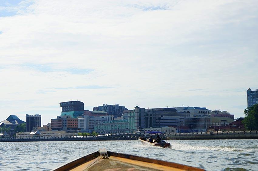 水上タクシーでウォータービレッジ