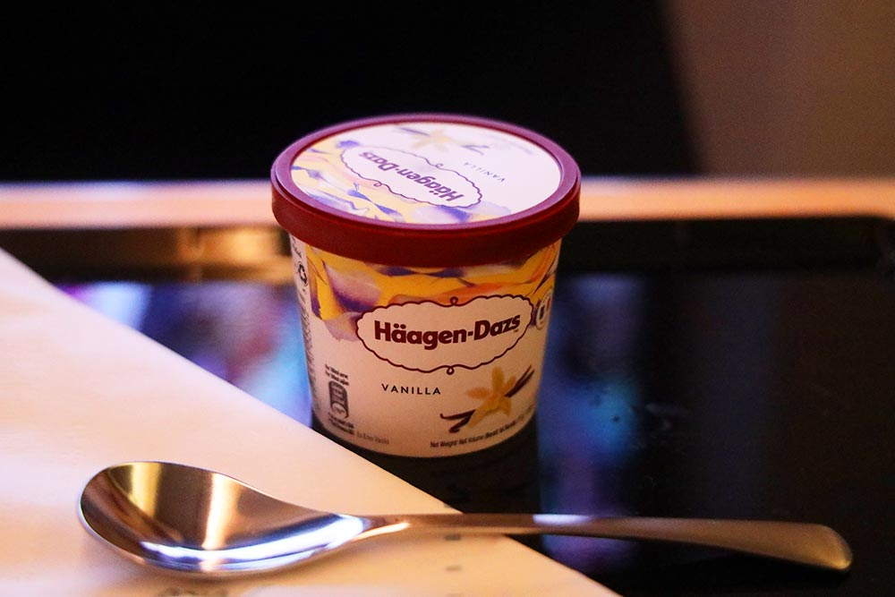 ANAビジネスクラス アイスクリーム