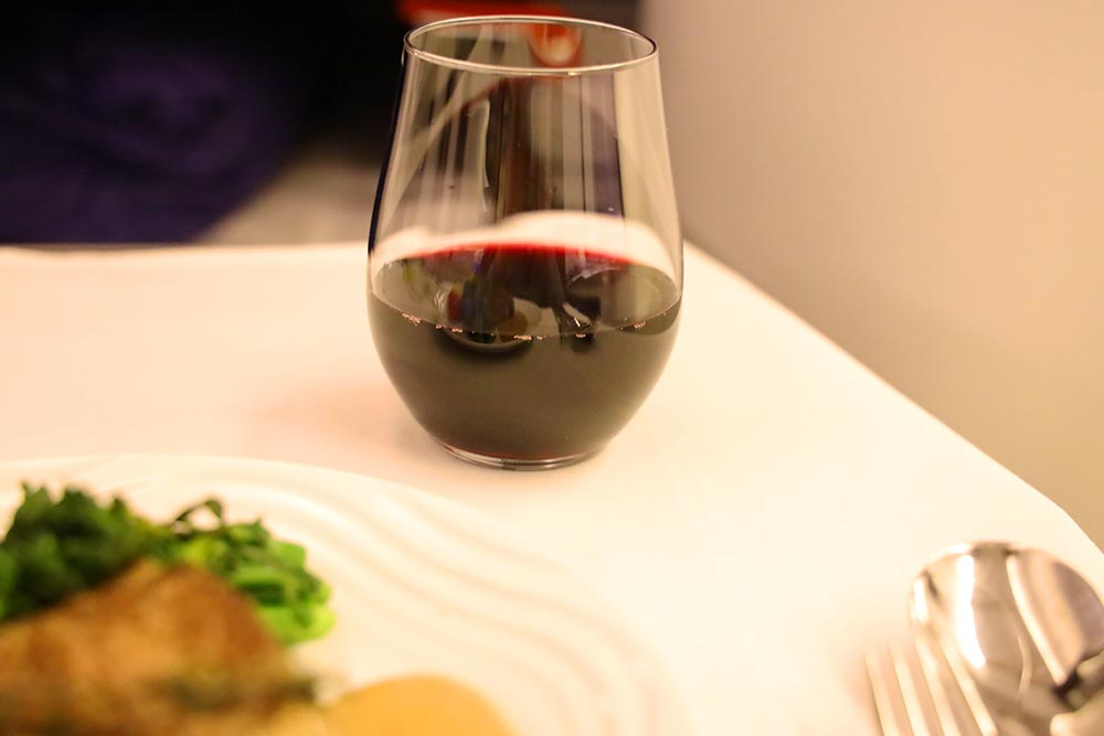ANA ビジネスクラス 赤ワイン