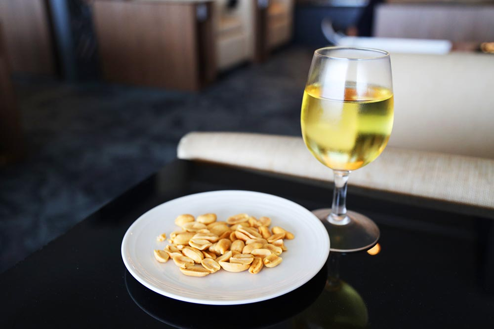 ゴールデンラウンジ ワイン