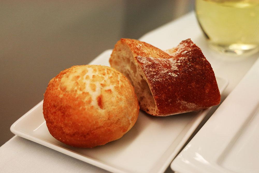 ANA ビジネスクラス 機内食 パン