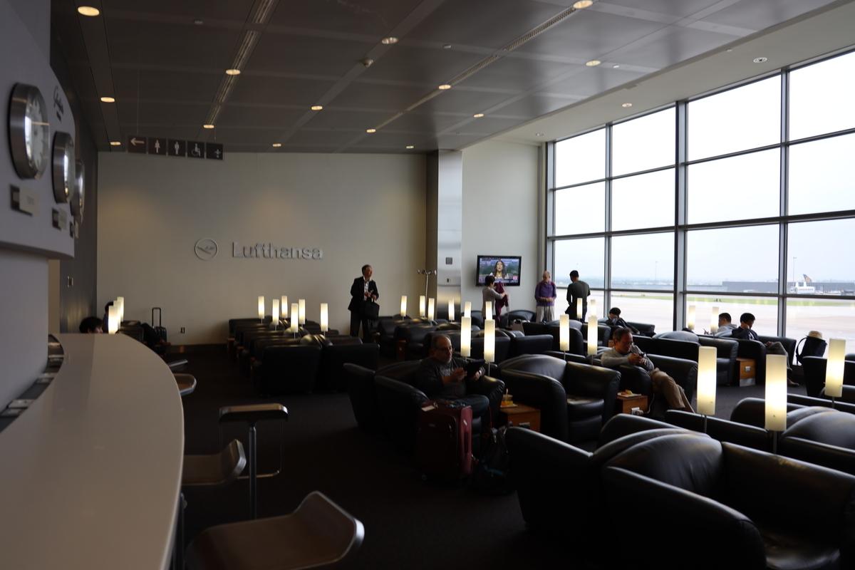 ダレス空港ルフトハンザラウンジの全景