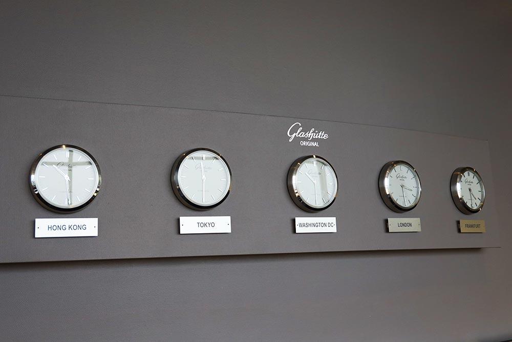 ルフトハンザラウンジの時計