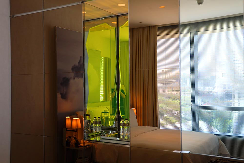 JW MARRIOTT HOTEL SINGAPORE SOUTH BEACH 室内ミラー