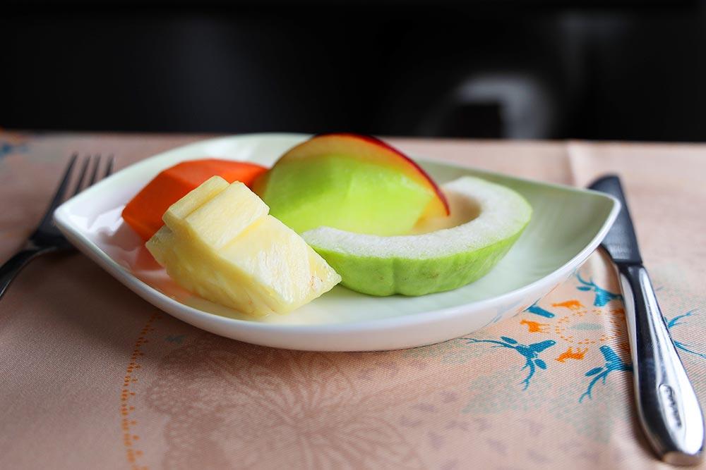 エバー航空ビジネスクラス 機内食 フルーツ