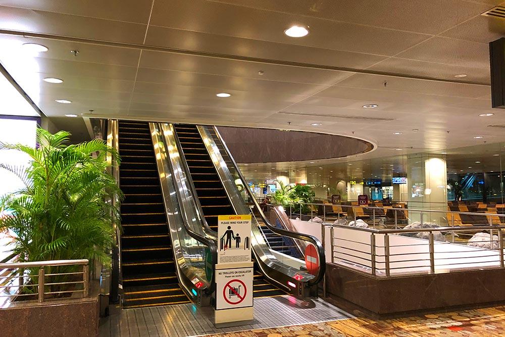 ホテルアクセスエスカレーター