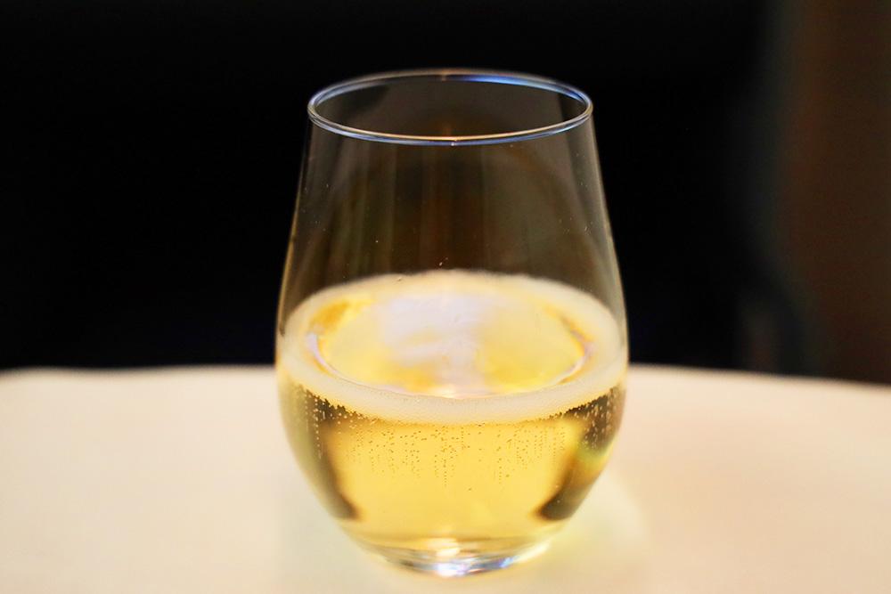 ANA ビジネスクラス B787-10 シャンパン