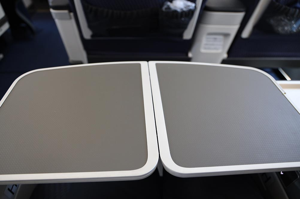 ANA A321neoプレミアムクラス テーブル全開