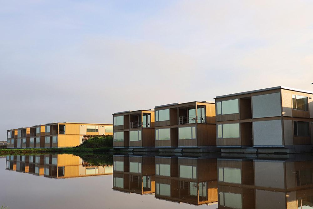 水田に浮かぶホテル
