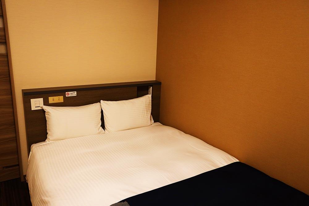 セミダブルぐらいのベッド