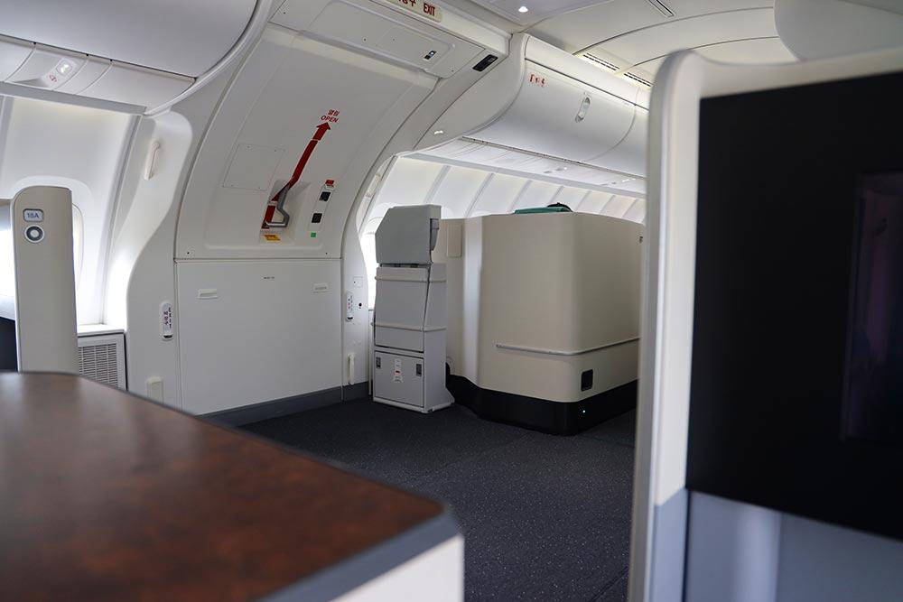 B747-8 2階席 非常口