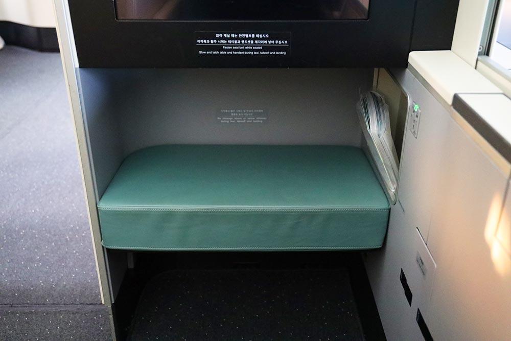 大韓航空 ビジネスクラス2階席オットマン