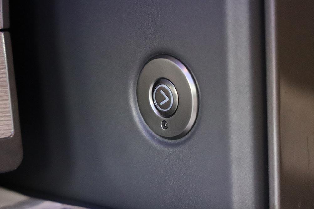 個室扉左右ボタン