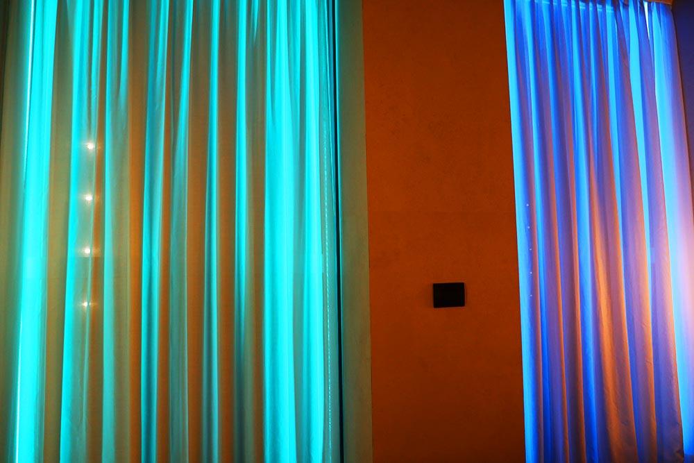 室内からのライトアップ