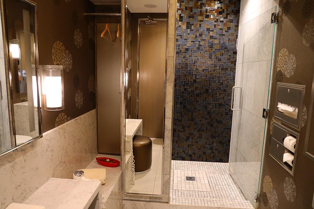 シャワールーム全景
