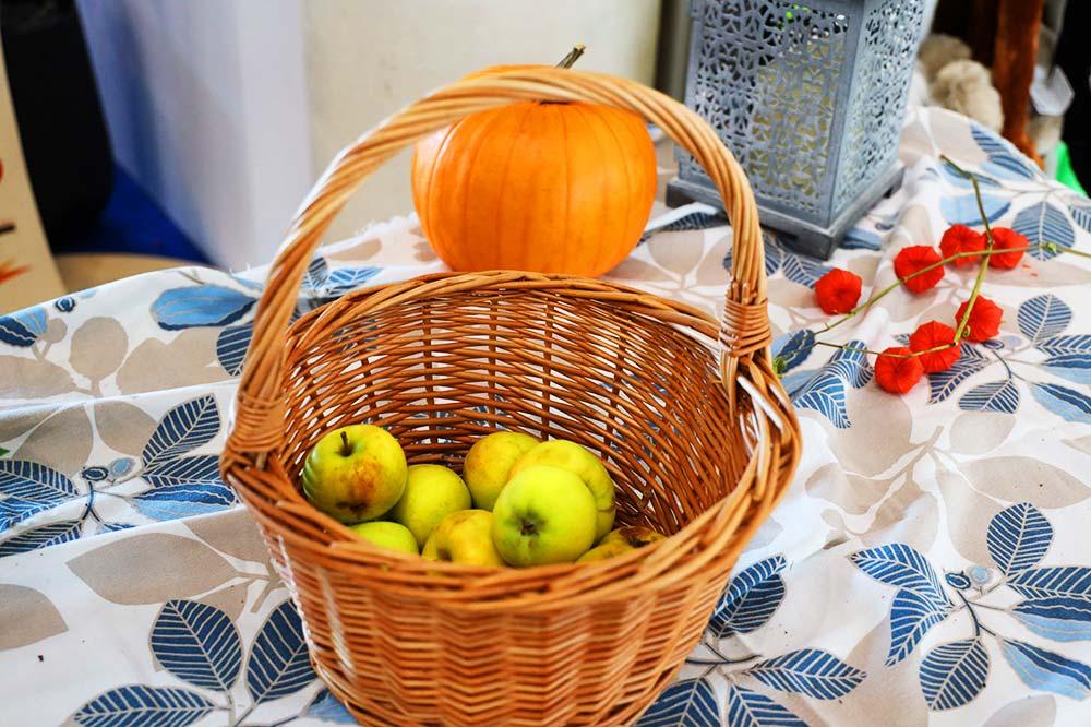 リンゴ無料配布