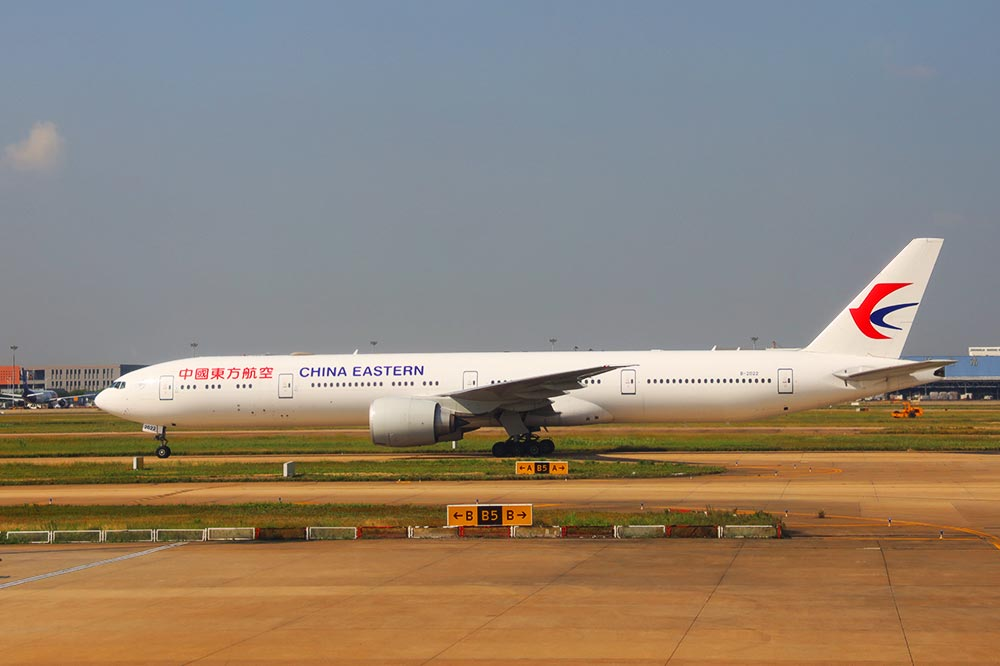 東航 B77W