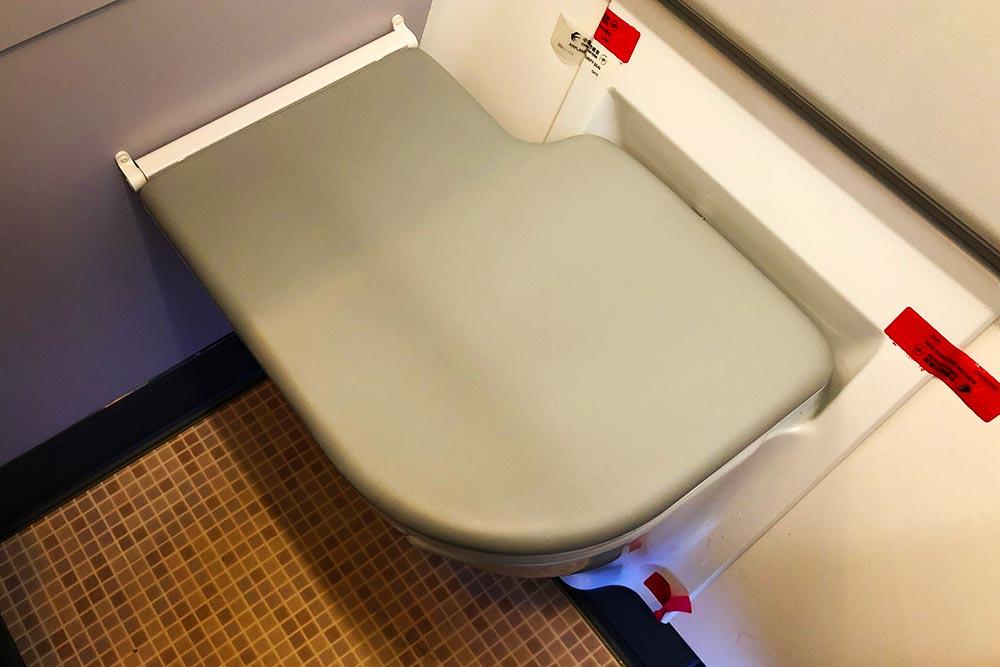 中国東方航空ビジネスクラストイレ