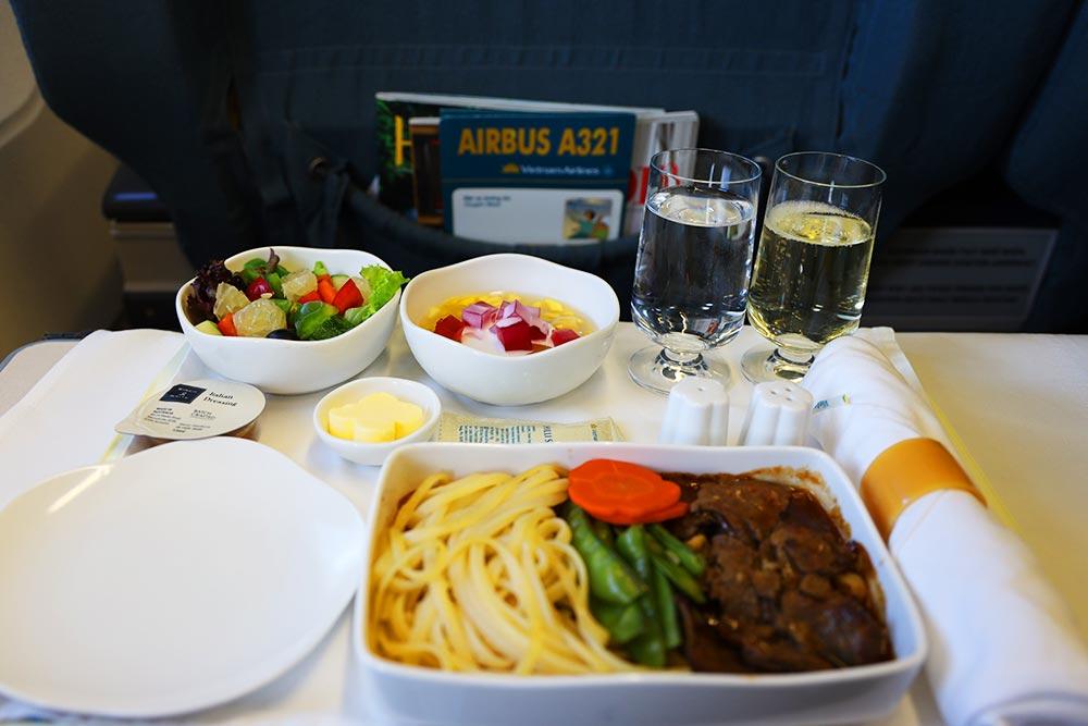 ベトナム航空 短距離ビジネス 機内食